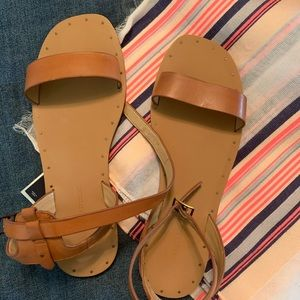 ✅BR sandal. SIZE 7.5 US. New, never worn.